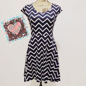 Dresses & Skirts - Chevron Print Dress 🎉HP🎉
